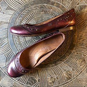 BORN Holley Garnet Leather Ballet Flat w/Brass 7